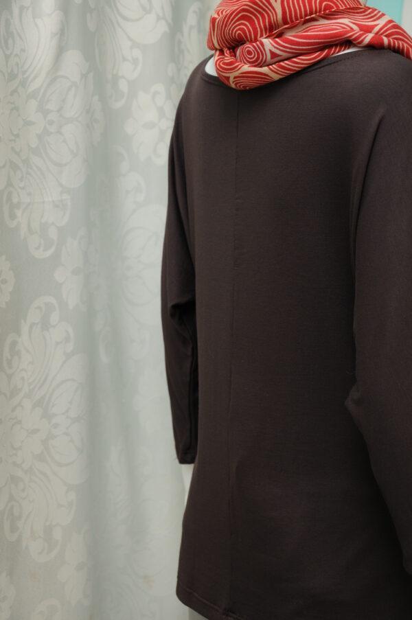 """Polodlouhé hnědé triko z """"umělého hedvábí"""""""