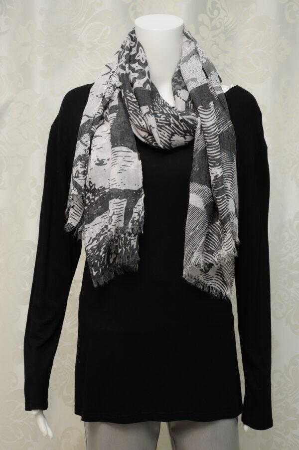 Černo-bílý šátek, vzor otisky prstů