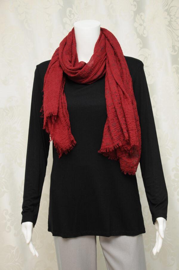Vínový šátek s černými obrysy květů